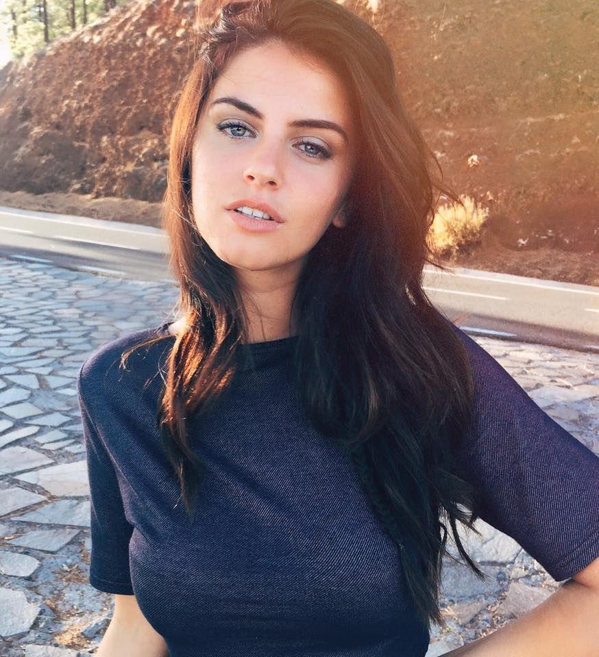 Albanian Girl Aurela Skandaj Albanian Girls Pinterest