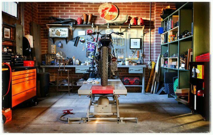 Motorcycle garage discover motomood ideias cars and for Garajes de ensueno
