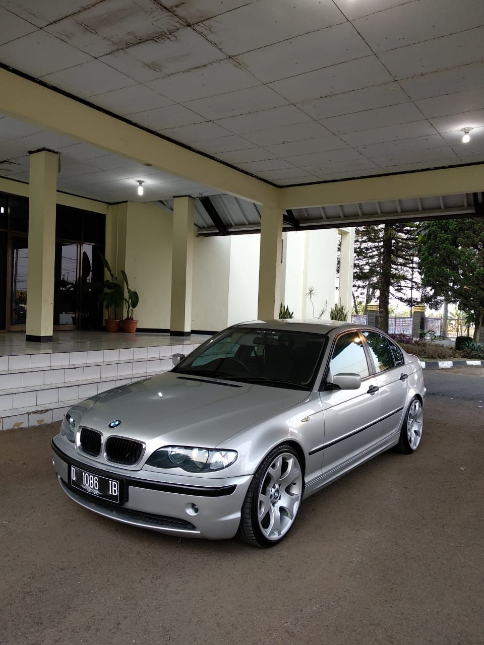 Forsale Bmw E46 318i 2002 Facelift Titan Silver Colour Grey