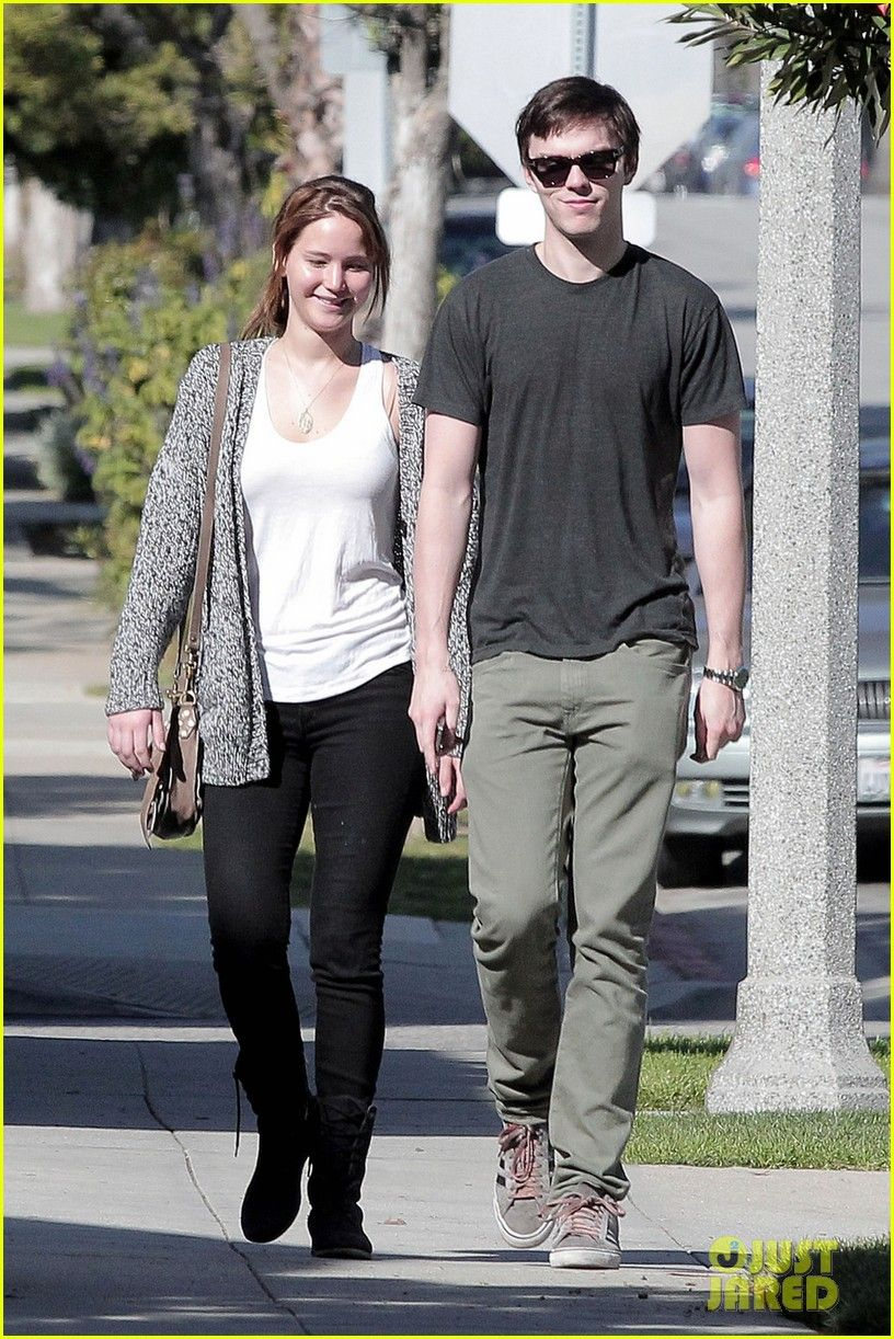 Nicholas Hoult And Jennifer Lawrence Break Up cute couple! jennifer ...