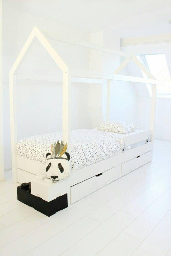 Peuterbed Of 1 Persoonsbed.Dit Bedhuisje Heeft 2 Lades Ideaal Om Het Speelgoed In Op Te Bergen