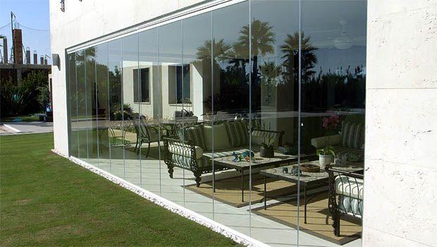 rideau de verre ferm permet une ouverture int grale de la baie vitr e doit tre tr s cher. Black Bedroom Furniture Sets. Home Design Ideas