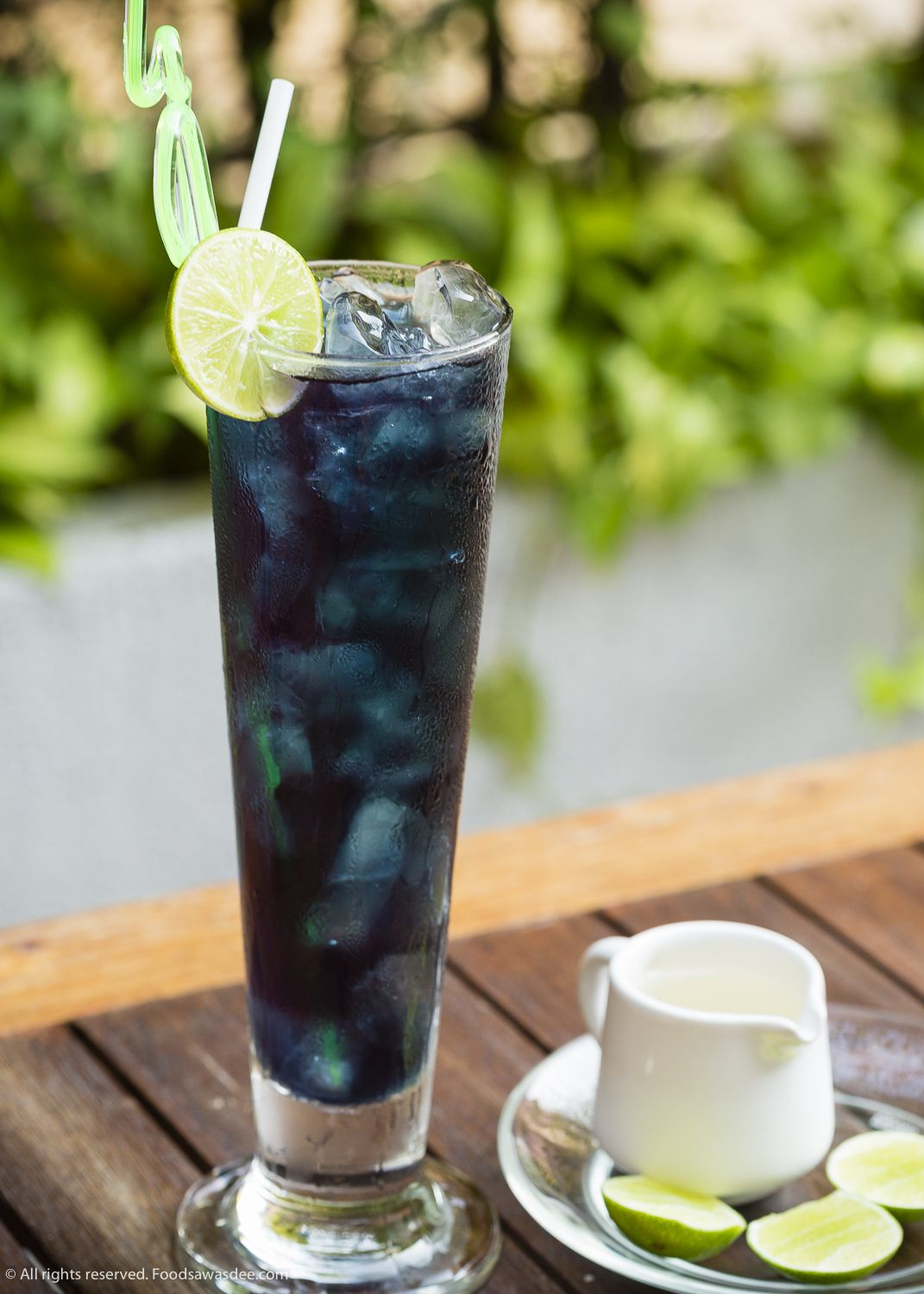 Butterfly Pea Drink with Lemon Butterfly pea tea