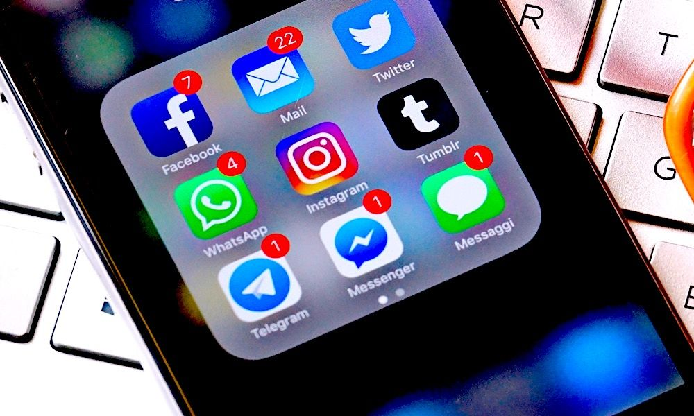 How To Get Rid Of The Red Notifications On Your Iphone Apps Iphone Apps Iphone Iphone Info