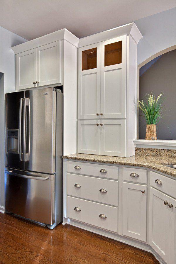 White shaker cabinets silver hardware santa cecilia granite countertop hardwood flooring - Shaker kitchen cabinet hardware ...