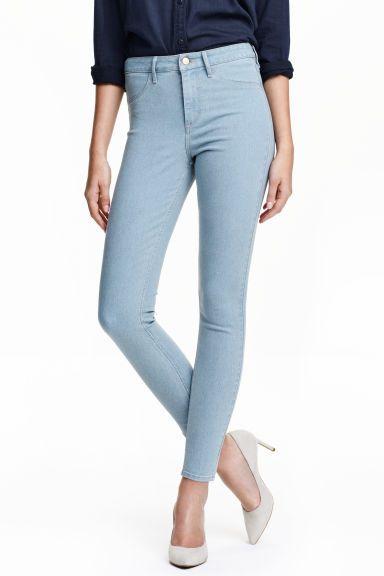 b93f4211009d3 Dżinsy Skinny High Ankle: Dżinsy ze spranego, elastycznego denimu. Wysoka  talia, bardzo wąskie nogawki do kostek. Atrapy kieszeni z przodu i  prawdziwe ...