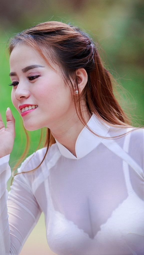 Vietnamese long dress | Phụ nữ, Áo dài, Thời trang nữ