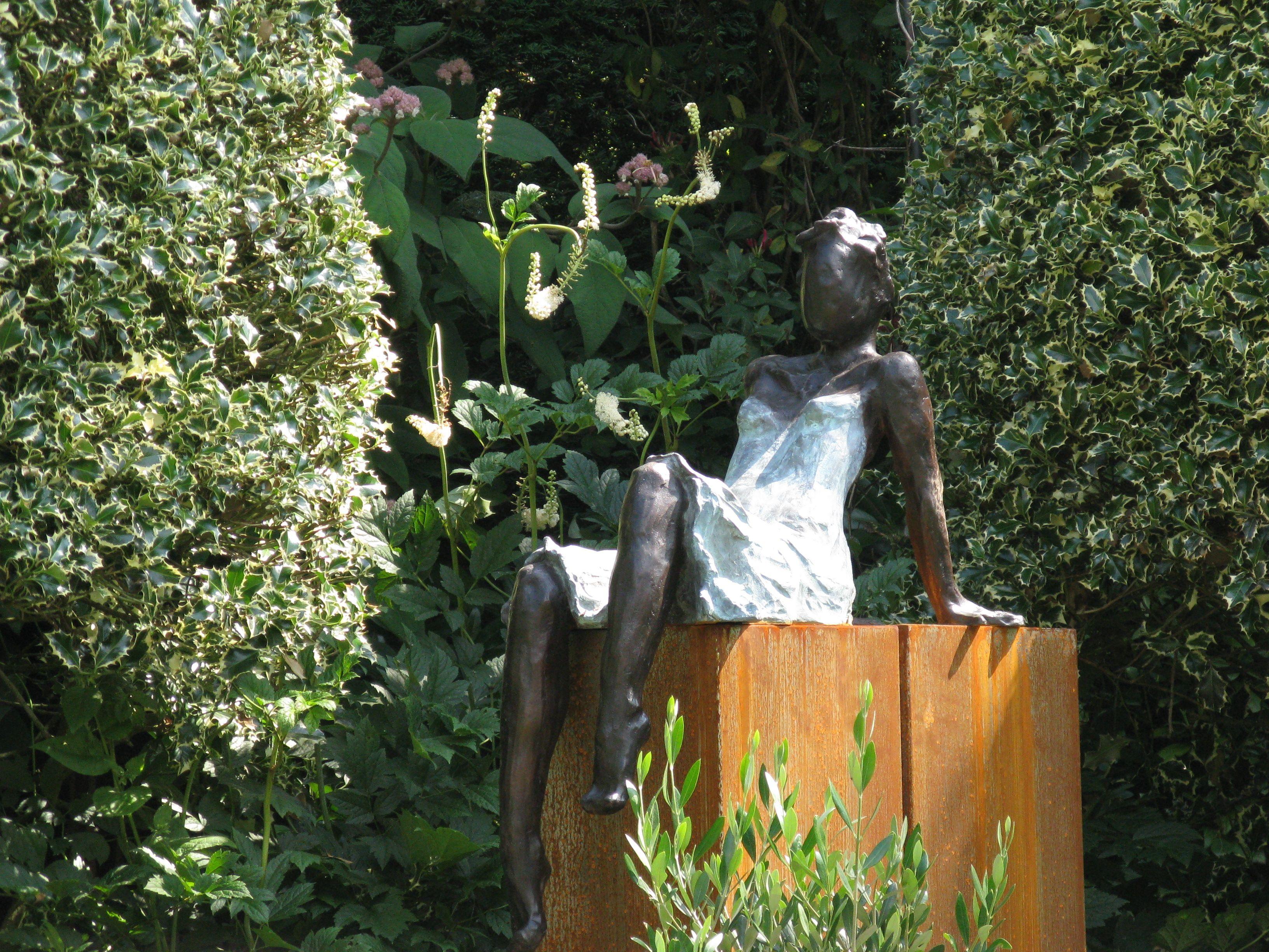 Tuinbeelden Brons Tuin : Bronzen beeld voor de tuin bronzen tuinbeeld beeld in de tuin