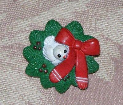Vintage Plastic Wreath Bird Nest Dove Christmas Pin.
