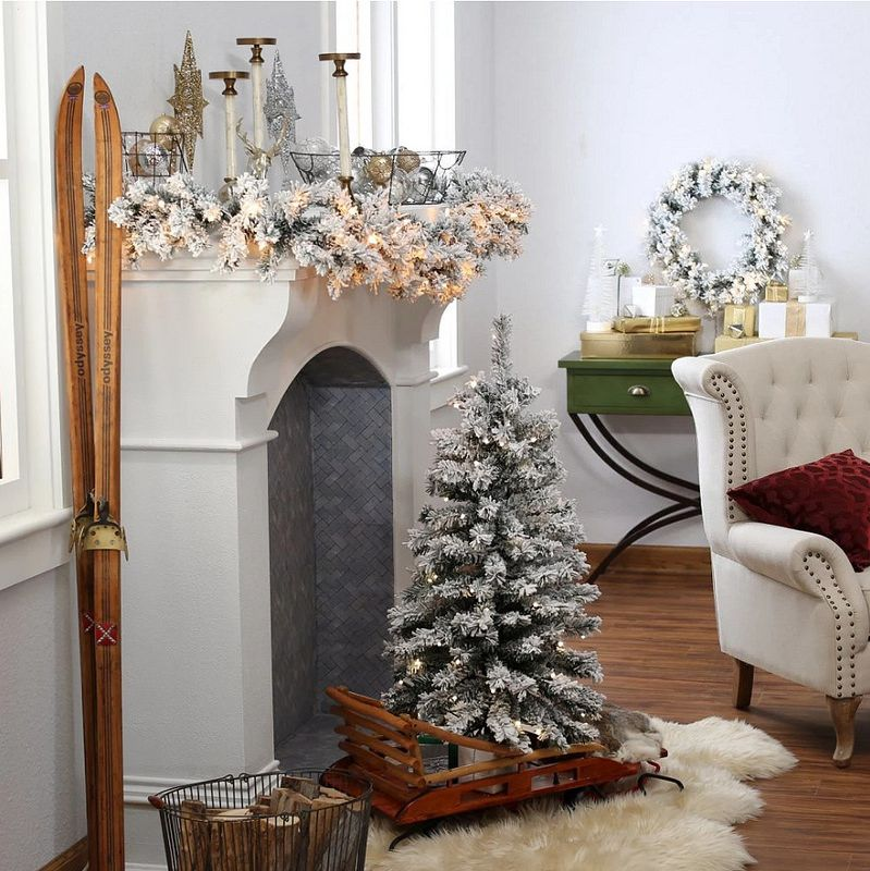Small Christmas Tree Holiday Decorating in Small Spaces Everything - how to decorate a small christmas tree