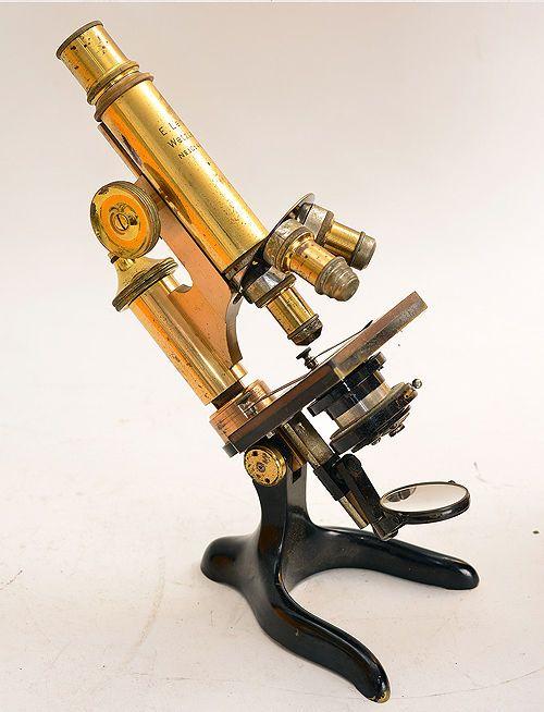 Antikes Messing-Mikroskop E. Leitz Wetzlar Nr°101441 + Holzschrank ! (1182)