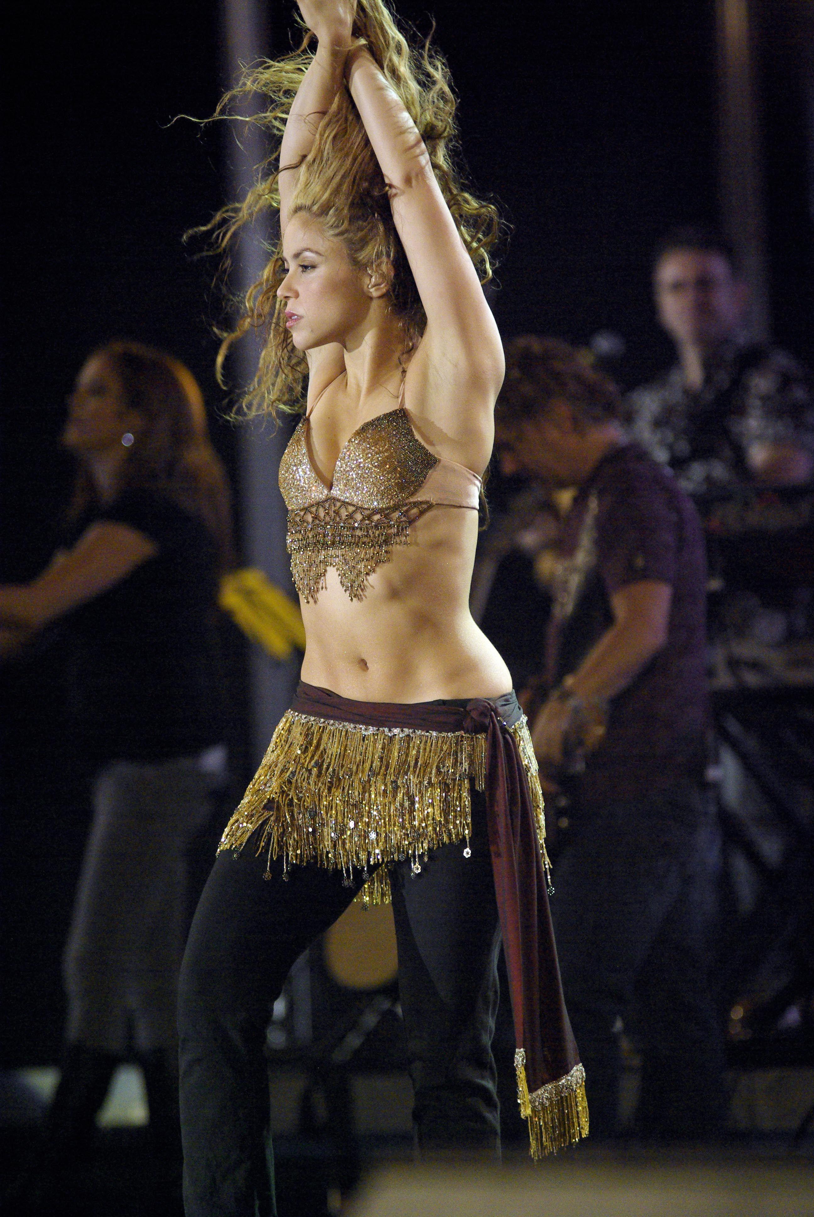 Shakira.jpg (2592×3872) | Shakira outfits, Shakira concert ...