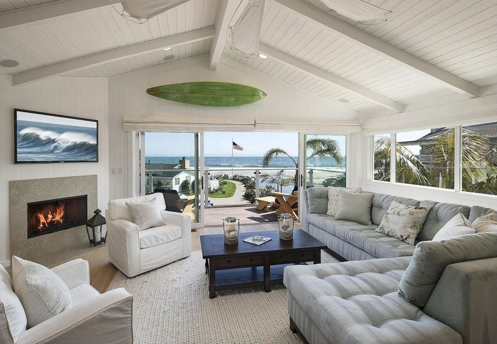 Cottage Living Room in Carpinteria, CA Beach house