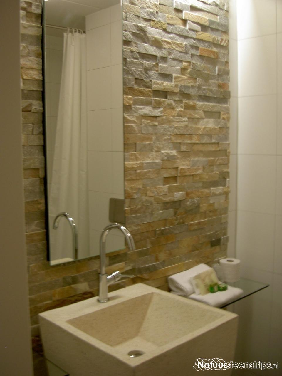 Zeer eigentijds ontwerp natuursteenstrips muurstrips in de badkamer warme natuurtinten - Eigentijds restaurant ...