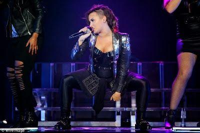 cotibluemos: Demi Lovato y Joe Jonas, juntos en el escenario