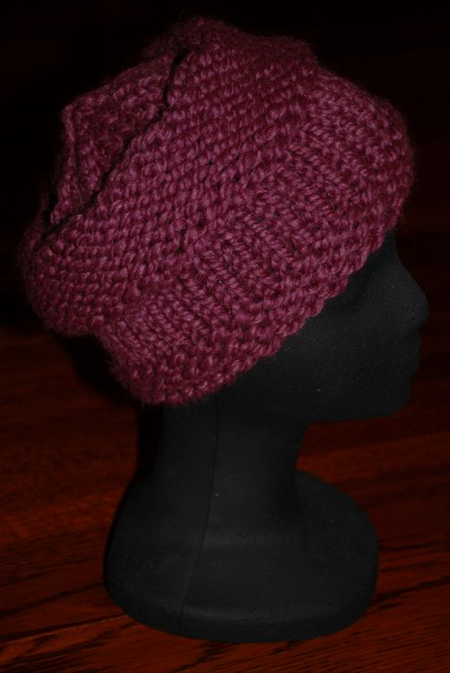 This ribbed flat hat is easy for beginners to knit super bulky this super easy and quick knitting pattern for a womans sampler hat uses garter stitch dt1010fo