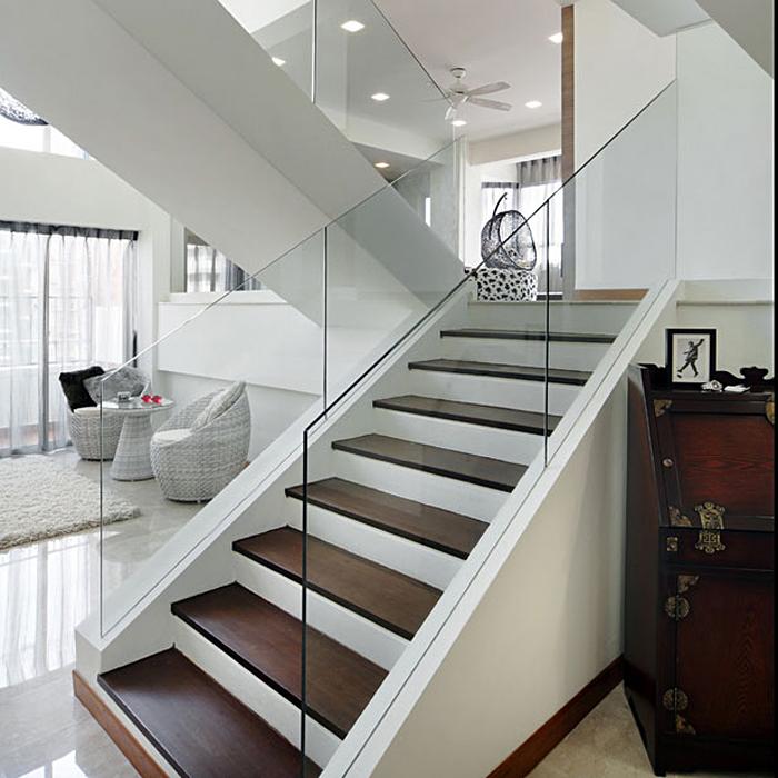 стеклянные перила у лестницы