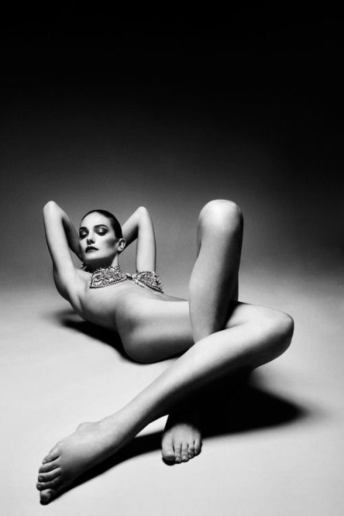 Laura artistic nude photography opinion