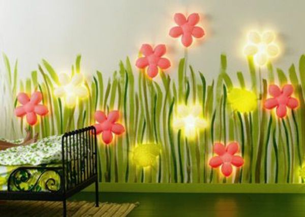 coole beleuchtete blumen an der wand im kinderzimmer kinderzimmer neugestaltung lampe. Black Bedroom Furniture Sets. Home Design Ideas