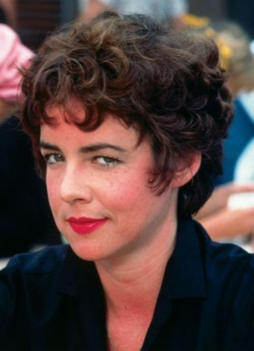 Stockard Channing - The queen of the pink ladies, such a feisty cut!!!