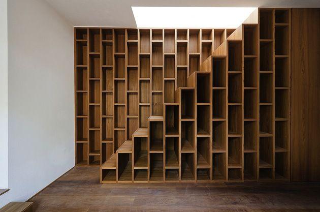 minimal-italian-home-blends-unique-stone-wood-finishes-18-stairway-close.jpg // Espectacular repisa-Escalera