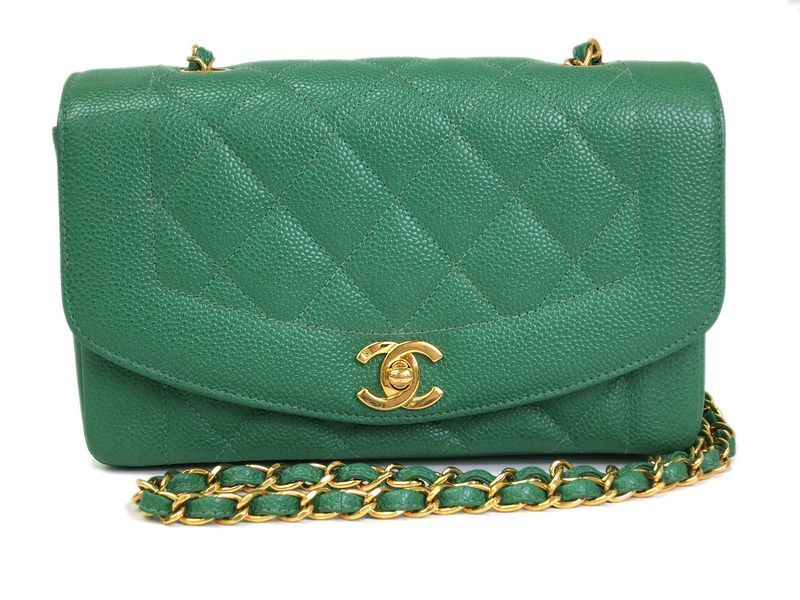 #Chanel Matrasse Chain Shoulder Bag Caviar Skin Green(BF065264). All of eLADY's items are inspected carefully by expert authenticators who have years of experience. For more pre-owned luxury brand items, visit http://global.elady.com
