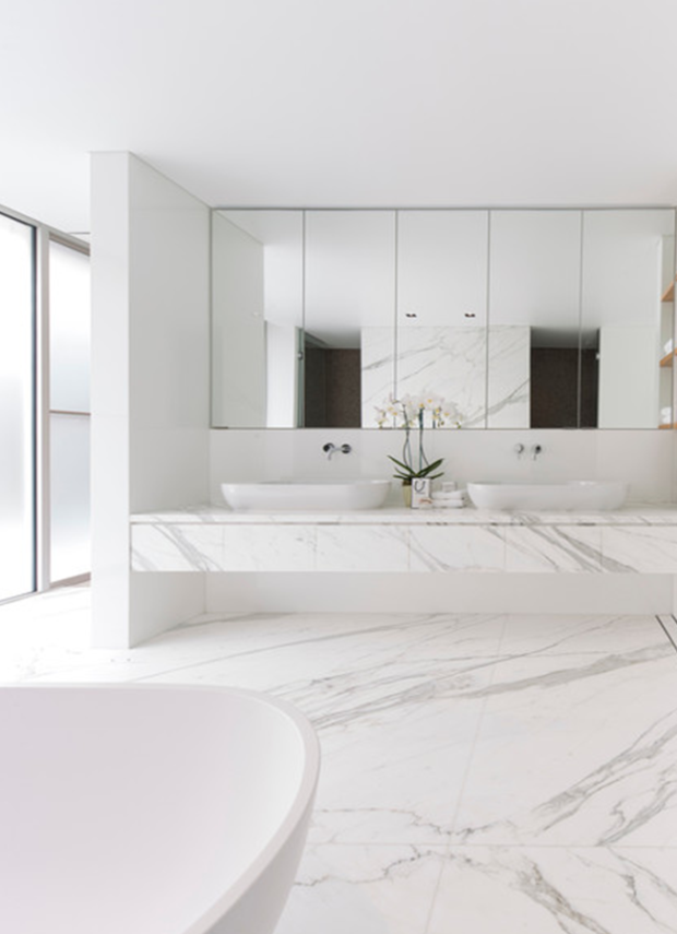 The Crisp White Bath White Marble Bathrooms White Bathroom Designs Bathroom Design Inspiration