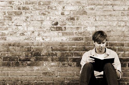 Resultado de imagem para young reading