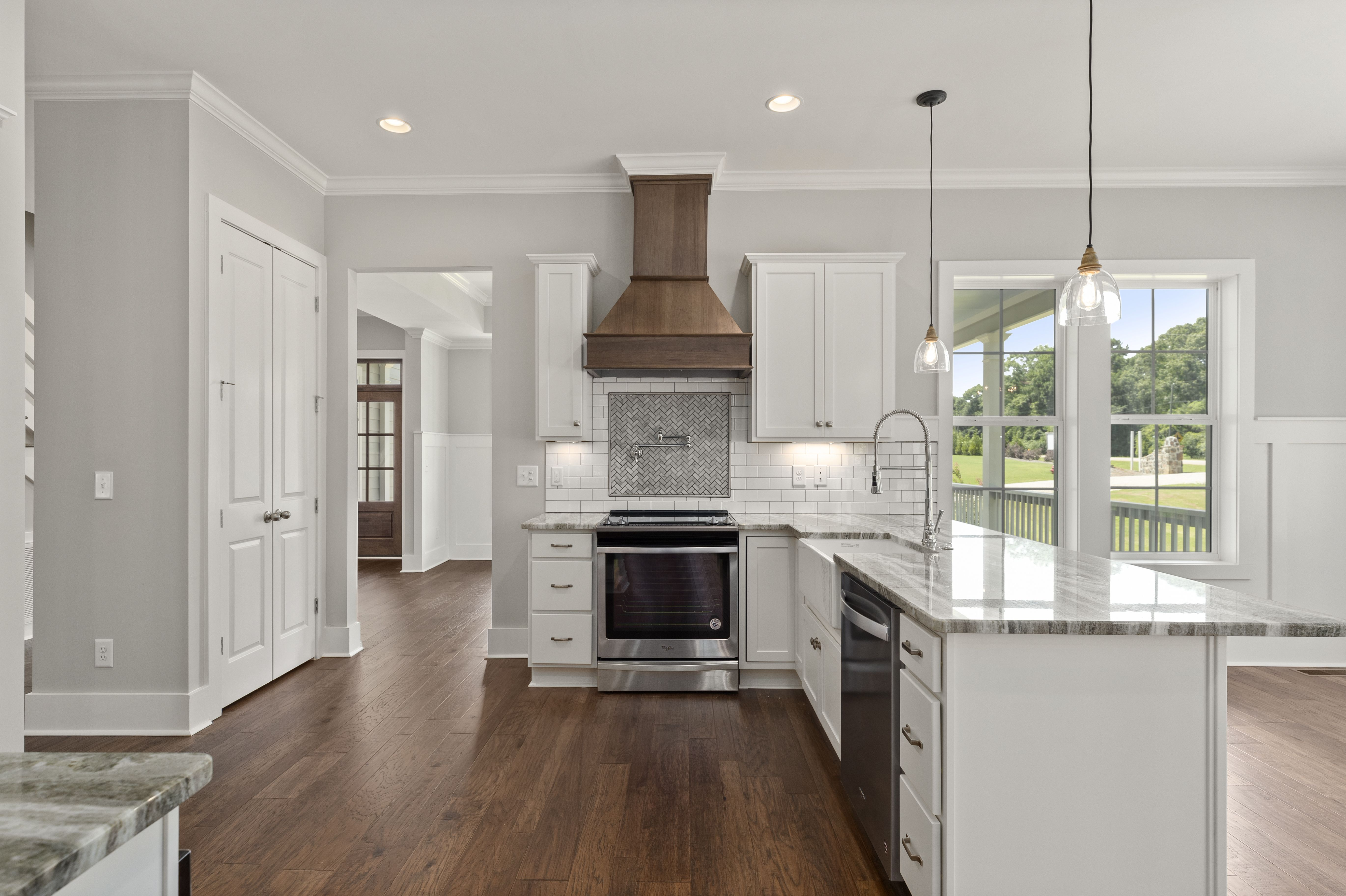 Open And Airy Kitchen Layout That Gets All The Traffic Flow To Run Smoothly Kitchen Layout Kitchen Bar Seating