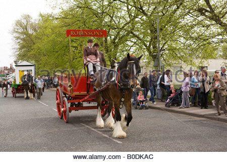uk-cheshire-knutsford-manchester-road-royal-may-day-procession-robinsons-b0dkac.jpg (450×320)
