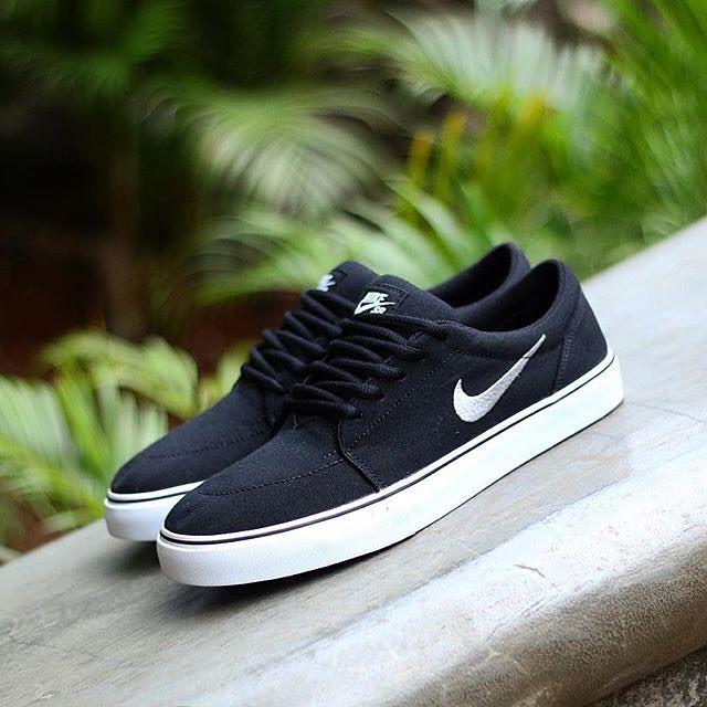 e65f3b2a32 Nike SB SATIRE CANVAS BLACKWHITEBLACK ORIGINAL MADE IN INDONESIA Size: 41,  42 550.000 #