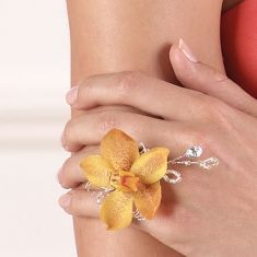 A flower ring