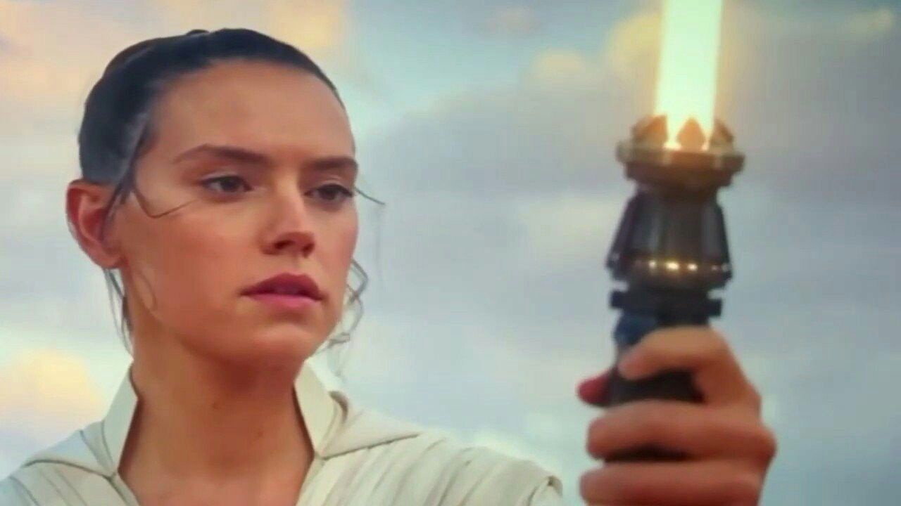 Rey S Lightsaber Rey Starwars Theriseofskywalker In 2020 Rey Star Wars Star Wars Fandom Star Wars Nerd