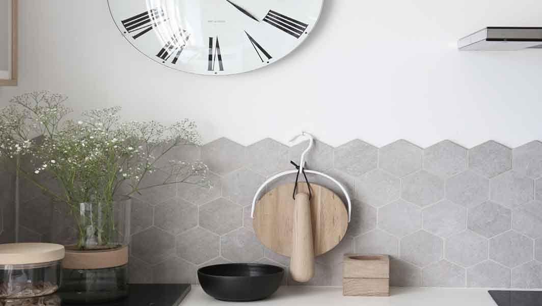 Ungdommelige Fliser til badeværelse og køkken. Køb online i Flisebutik | Køkken LV52