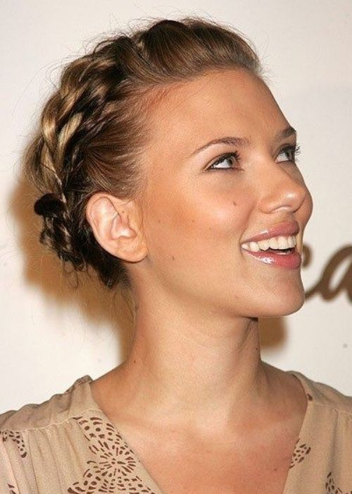 Actress Scarlett Johansson Looks Divine With A Thick Milkmaid - Diy hairstyle knotted milkmaid braid