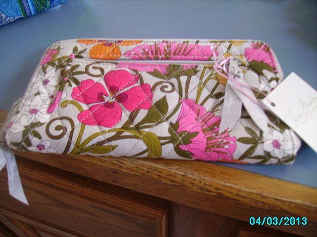 Vera Bradley NWT Zippered Wallet Tea Garden. Starting at $15 on Tophatter.com!