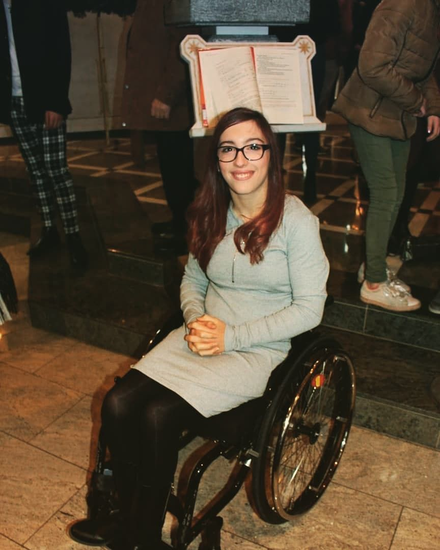 Woman in wheelchair | Rollstuhl, Fahrer