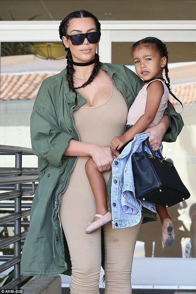 Kim Kardashian and North West rock matching hairstyles and chokers (Photos)