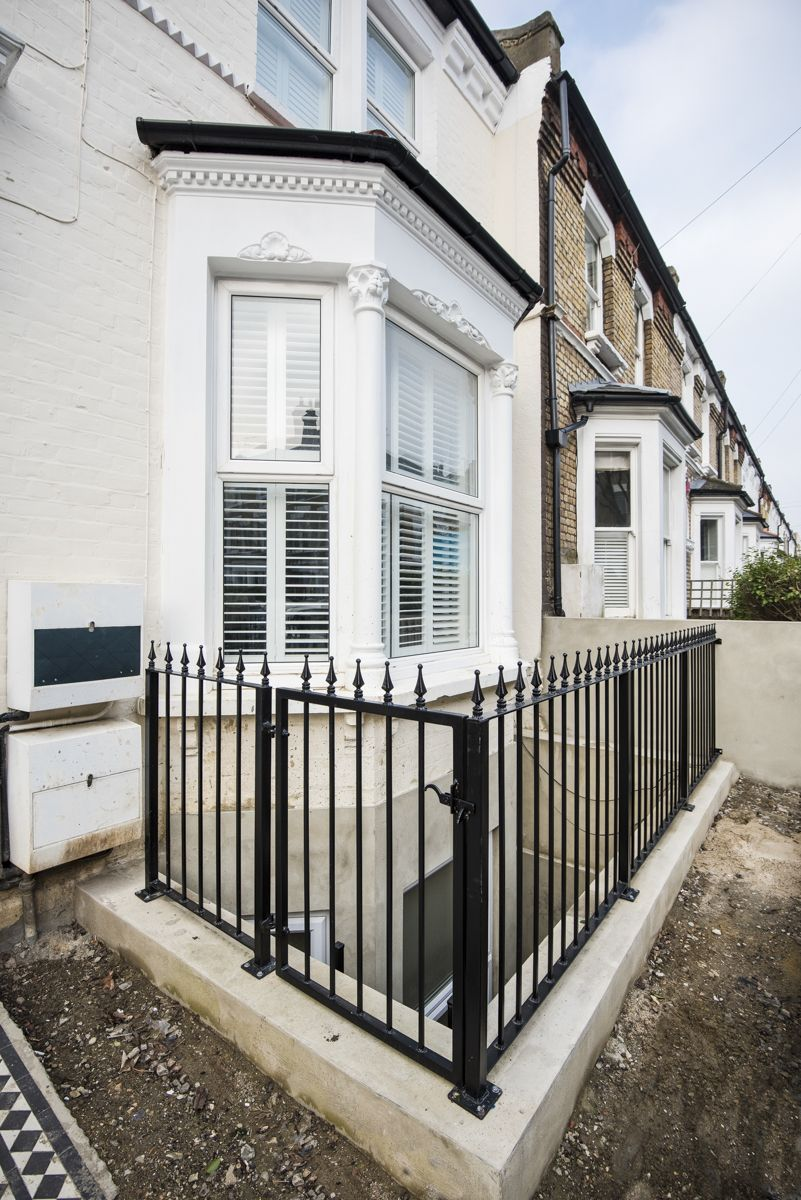 Basement in Victorian terrace, with light well dug out around bay ...