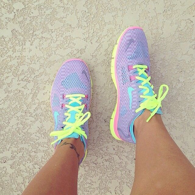 outlet store ba0ab 35496 Nike women s running shoes are designed with innovative features and  technologies to help you run your best, whatever your goals and skill level.