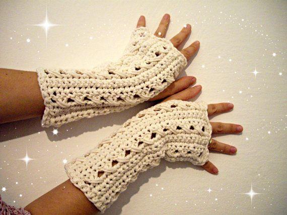Guarda questo articolo nel mio negozio Etsy https://www.etsy.com/it/listing/207339396/pattern-guanti-senza-dita-alluncinetto