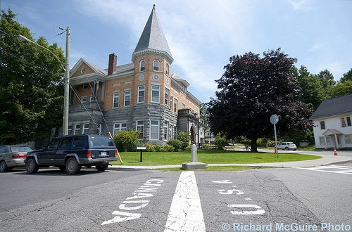 Here Is The Library That Sits On The Usa Canadian Border As Seen In Seed Savers Treasure Opera House Free Library Vermont