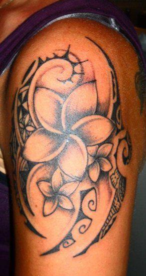 Tatuaje Flor Polinesia En Hombro Masculino 2012 Tatuajes Que Me
