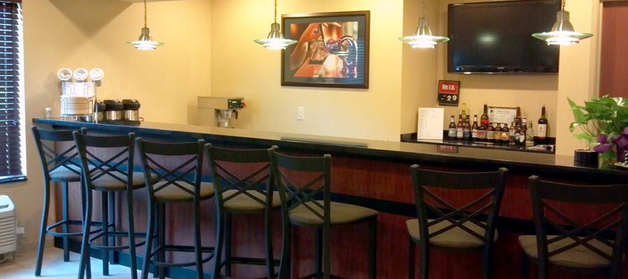 Cobblestone Hotel And Suites Knoxville Ia Beer Wine Bar Http Www