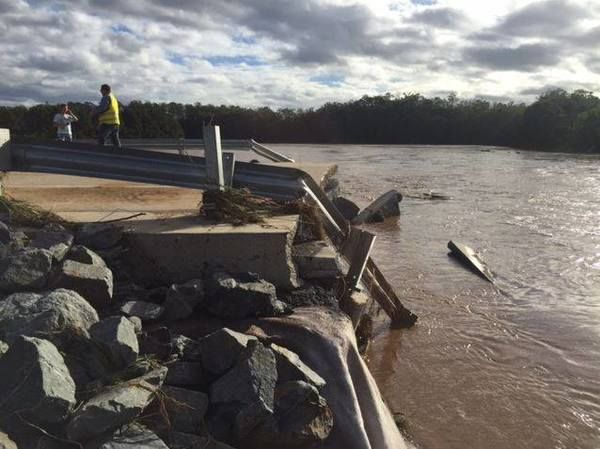 Northern NSW bearing brunt of ex-Cyclone Debbie as Queensland faces massive clean-up effort - ABC News (Australian Broadcasting Corporation)