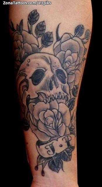 Tatuaje De Calaveras Rosas Antebrazo Tatuajes Tattoos