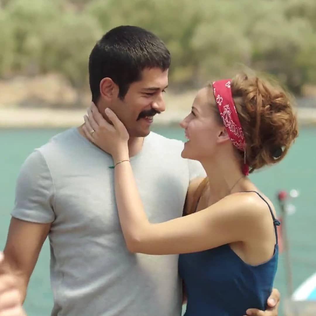 Chino On Instagram Ask Sana Benzer Filminden Bir Sahne Cok Tatlilar Fahriyeevcenozcivit Fahbur Burakozcivit Burakozcivit Fahriy Movies Couples Cinema
