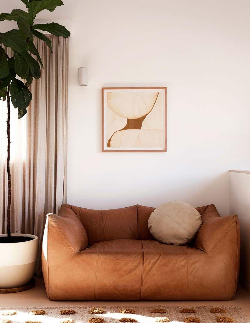 Zacht Leren Bank.Sereen Jaren 80 Huis Met Zachte Natuurlijke Kleuren Home Decor