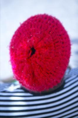 Cómo tejer un botón a croché usando un aro plástico | eHow en Español
