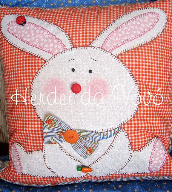 Almofada de páscoa by Herdei da Vovó, via Flickr   Rabbits, Bunnies ...